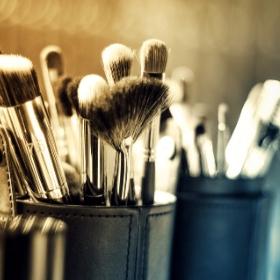 éponges et pinceaux maquillages pour déguisement